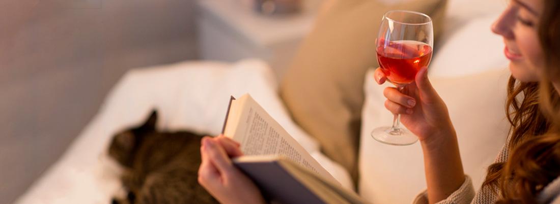 Celebra el Día del Libro…  ¡con un vino!