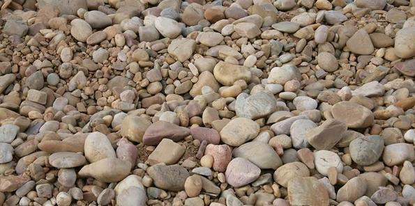 Detalle de los suelos con cantos rodados