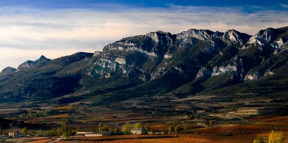 Entorno privilegiado, con la Sierra Cantabria al fondo