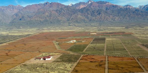 Panorámica de la explanada de Mariflor, a los pies de los Andes