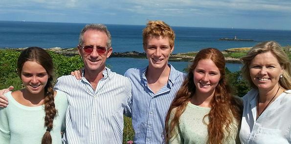Brita Hektoen y su familia