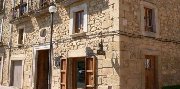 Bodega, en el casco histórico de Batea