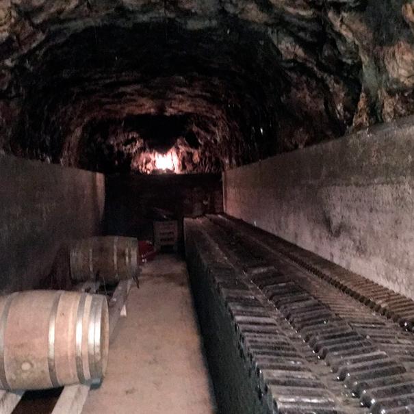 Calado excavado bajo los viñedos