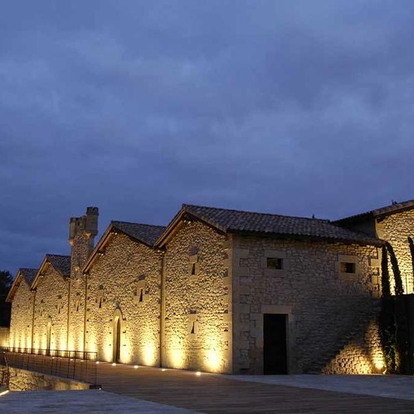 Imagen nocturna del Castillo de Ygay