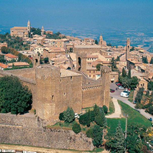 Vista del pueblo de Montalcino