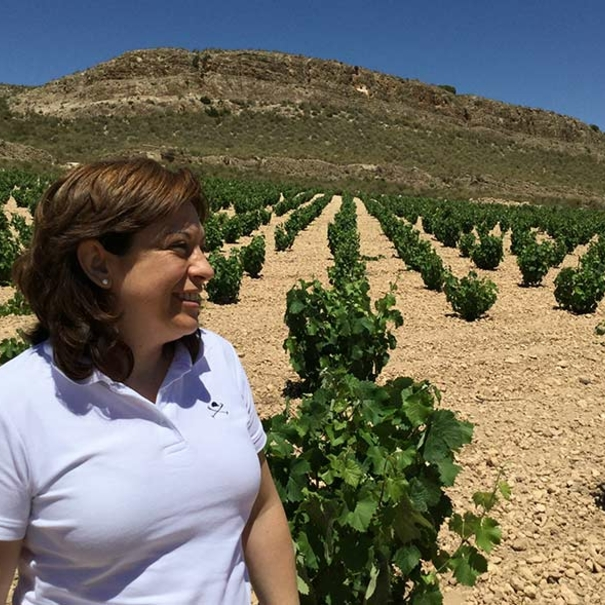 Elisa en el viñedo