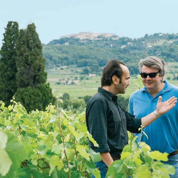 Gregory y François con el viñedo en flor