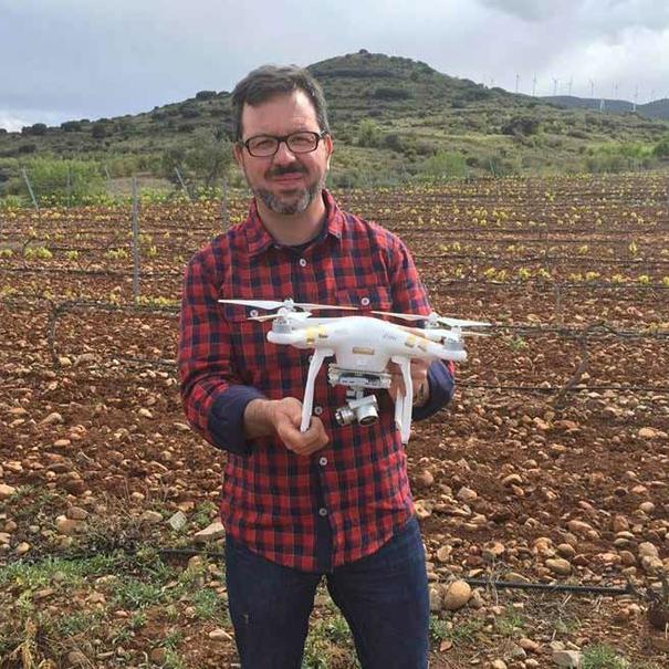 Javier Rodríguez con un dron