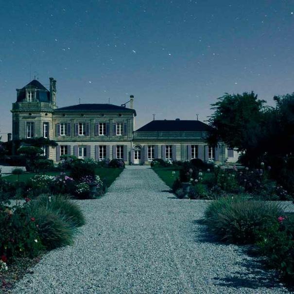 Vista nocturna del Château Chasse-Spleen