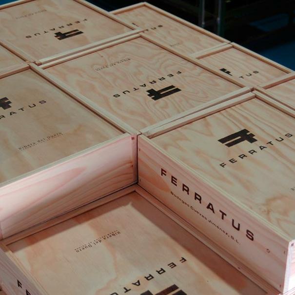 Cajas con vinos de Ferratus