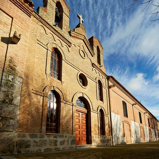 Fachada del edificio antiguo de bodega