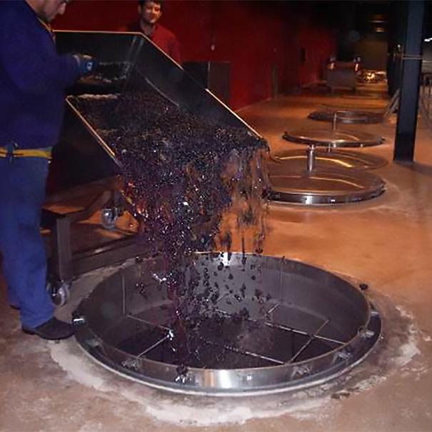 Tanques de fermentación de hormigón que se rellenan por gravedad